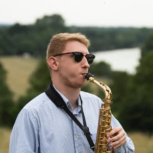 hire a professional saxophone player